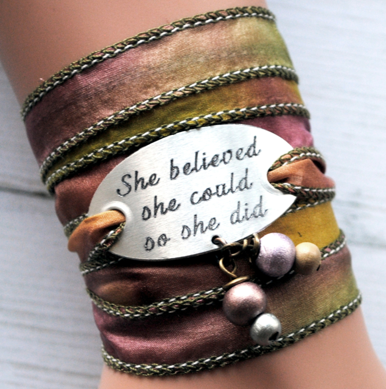 Wikkelarmband zijde inspiratie armband gegraveerd ,She believed she could so she did #169
