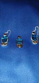 Zilveren setje met blauwe kristallen
