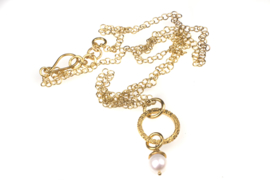 Swinging white Pearl Necklace