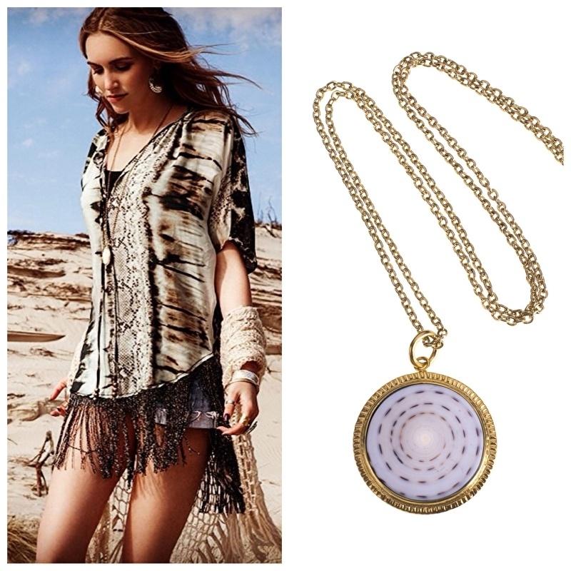 Tessa Koops  Designer met necklace  Shell white