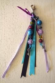 handgemaakte tas-/sleutelhanger blauw/paars/geel