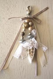 handgemaakte tas-/sleutelhanger creme