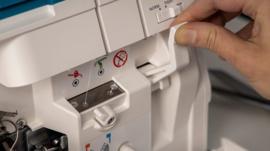 PFAFF Admire Air 5000 | Lockmachine op lucht