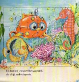 Onder water - Een lees-kijk-puzzelboek [kartonboek]
