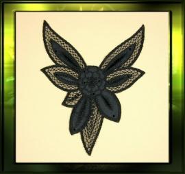 Grote zwarte applicatie met satijn bloem