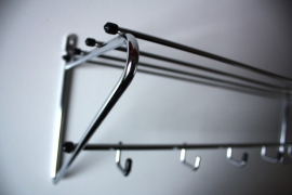 Verchroomd metalen kapstokje / Chromium metal hatrack [verkocht ]