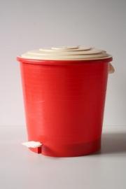 Rood vintage pedaalemmertje / Red vintage pedal bucket