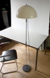 Staande paddenstoel lamp / Standing mushroom lamp. [verkocht]