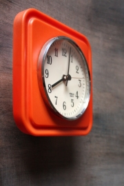 Rood retro muurklokje `70/ Red retro wall clock `70