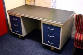2 Gispen bureau`s / 2 Gispen vintage desks [verkocht]