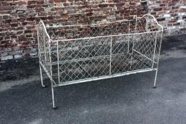 Opvouwbaar ijzeren kinderbedje / foldable iron cot [sold]