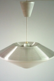 Kunststof hanglamp draadmodel ` 70 / Plastic hanging wire frame `70 [verkocht]