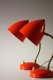 2 rode bureaulampjes retro / 2 red retro desklamps `60 [verkocht]