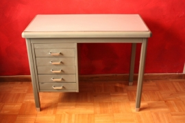 Klein vintage bureau metaal / Small vintage metal desk [sold]