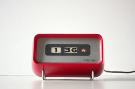 Rood vintage klokje Koseisha / Red vintage clock Koseisha [verkocht]