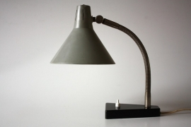 Hala grijs bureaulampje `50 / Hala gray desk lamp `50 [sold]