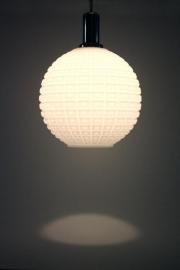 Matglas bol hanglamp / Frosted globe hanging lamp [verkocht]