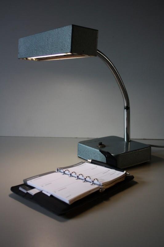 Industrieel Blacklight bureaulampje / Industrial Blacklight desklamp (sold)