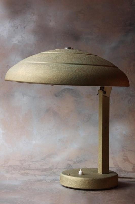 """Gouden"" vintage bureaulamp / `Golden` vintage desklamp"