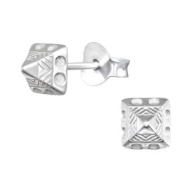 Zilveren piramide oorknopjes