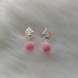 Zilveren pom pom eenhoorn kristal oorbellen