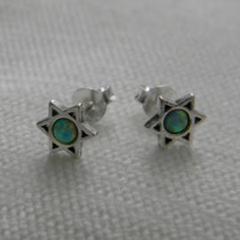 zilveren Davidster opaal fire snow oorknopjes