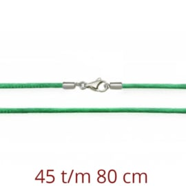Groen zijde ketting met zilveren sluiting