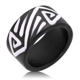 zwart houten ring met Tribal strepen