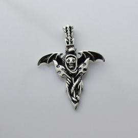 Zilveren zwaard skull kettinghanger