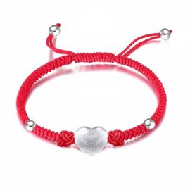 rode gevlochten armband met zilveren hartje