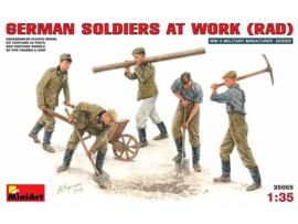Duitse Soldaten aan het werk