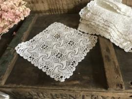Oud wit  kleedje