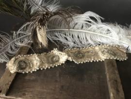 Twee oude stukken bruidsband - 48 cm