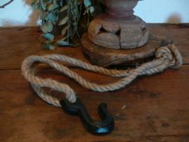 Stoere haak aan touw