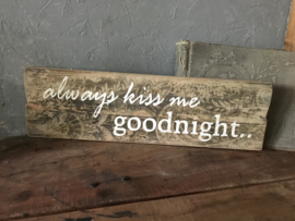 Houten bord Always kiss me goodnight