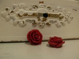 Kraal roos donkerrood 22 mm. ( 2 stuks)  (KB58)