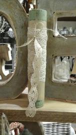Oude klos met 2 meter oud beige kant