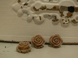 Kraal roos camel 15 mm. (3 stuks)  (KB54)