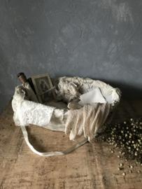 Oud communiemandje met oude spulletjes