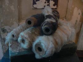 Set 5 oude klossen met schapenwol