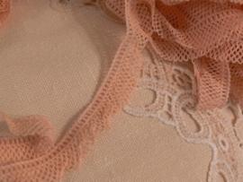 Bundel oud roze kant (SK43)