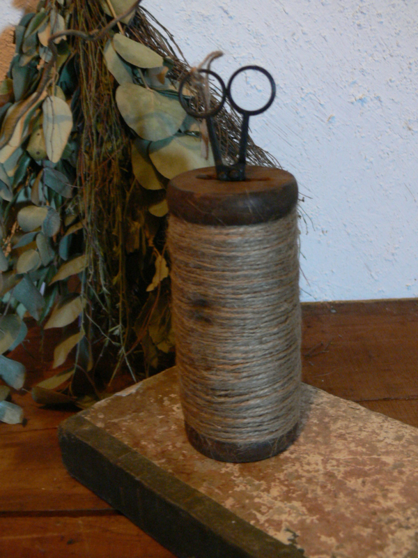 Houten spoel met touw & schaartje
