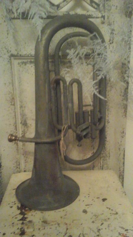 Stoere oude tuba