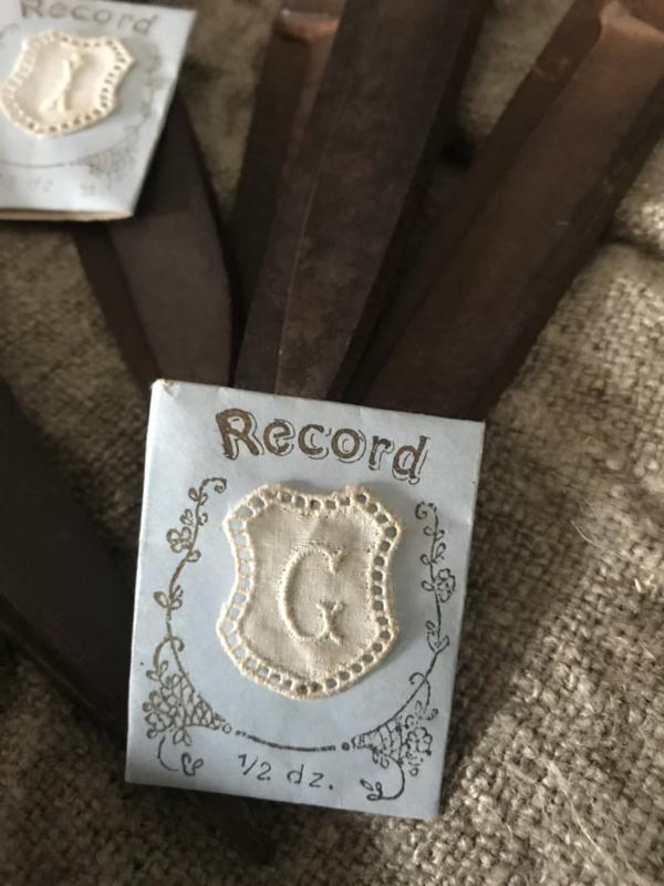 Oud envelopje met monogram - G