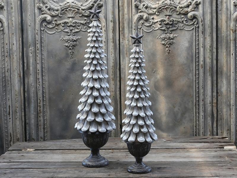 """Chic Antique""   Vintage Christmas tree"