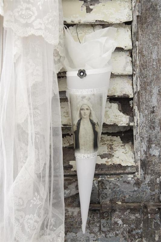 Jeanne d'Arc Living  - Cone met Madonna (JDL301968)