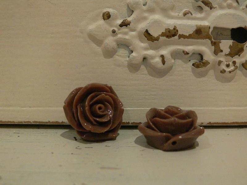 Kraal roos lever/grijs/bruin 22 mm. ( 2 stuks)  (KB61)
