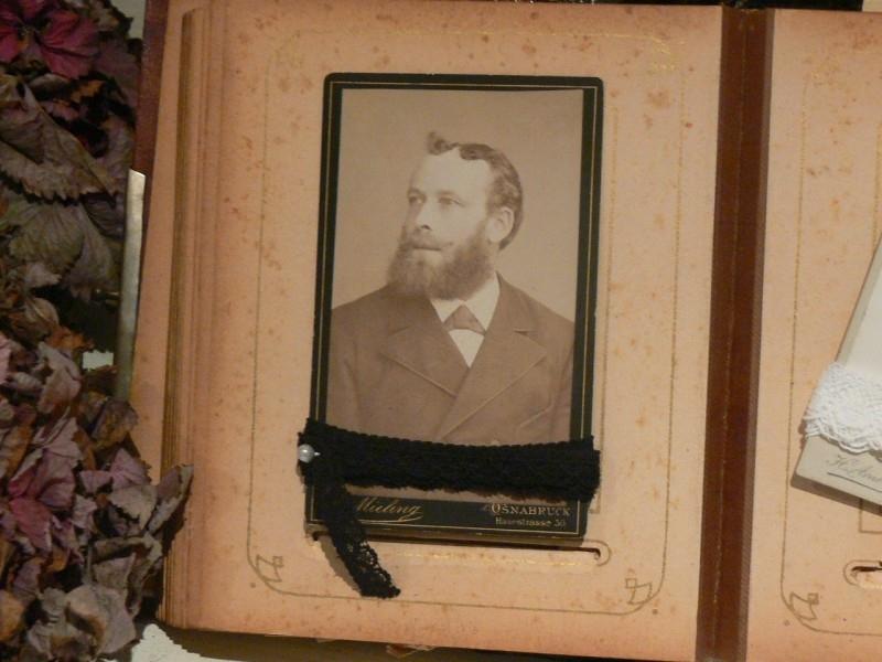 Oude foto met oud kant (F - 8) (B163)