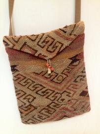 Tassen gemaakt van oude Kelim tapijten
