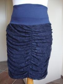 Marilize rimpelrokje KANT, wit-roomwit-diep d.blauw en zwart